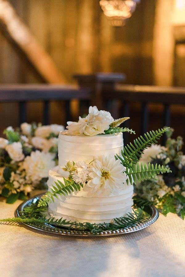 Wedding cake Barn Weddings